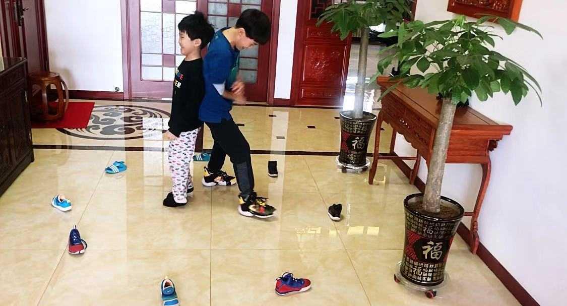 """天天练,战""""疫""""胜——家庭亲子体育游戏"""